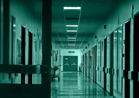 Couloir plein de portes